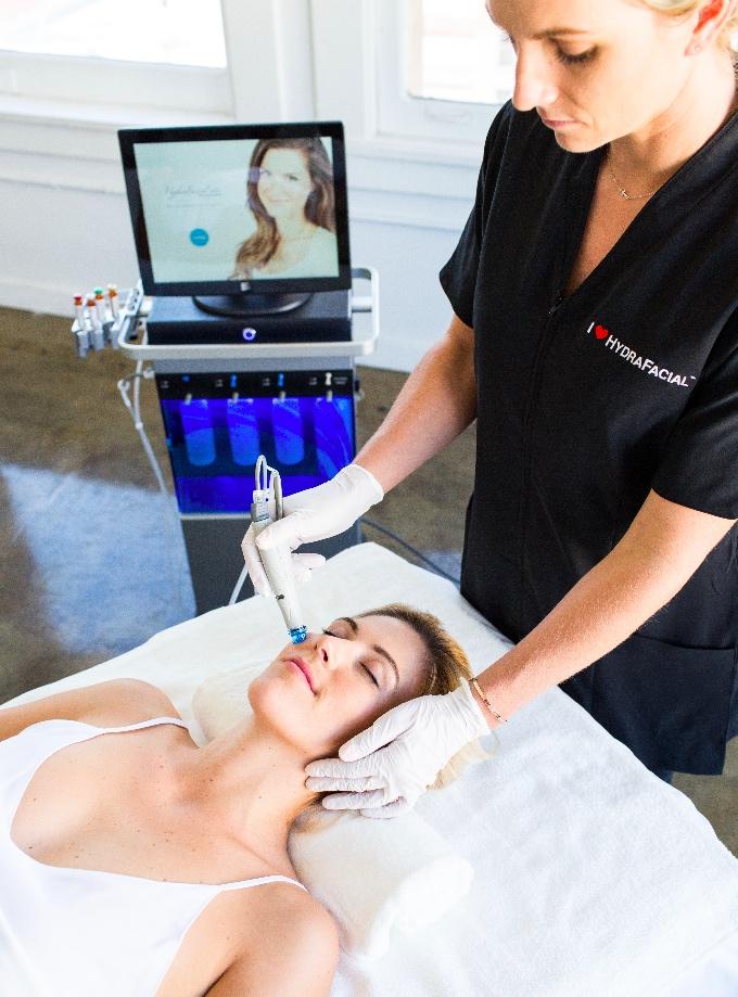 hydrafacial traitement femme ExcelleMD Esthétique